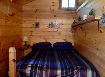 French Ridge Vineyards Cabin — Queen Bed